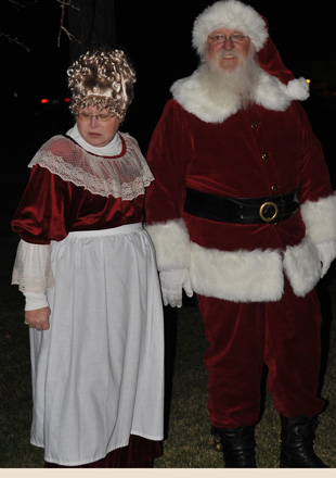 Mrs-Claus-and-Santa