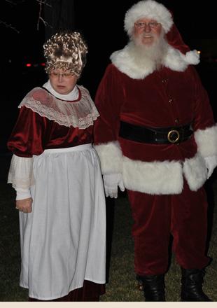 Mrs-Claus-and-Santa